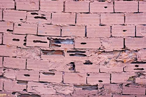 la crisis del ladrillo...je vois la vie en rose by atxu