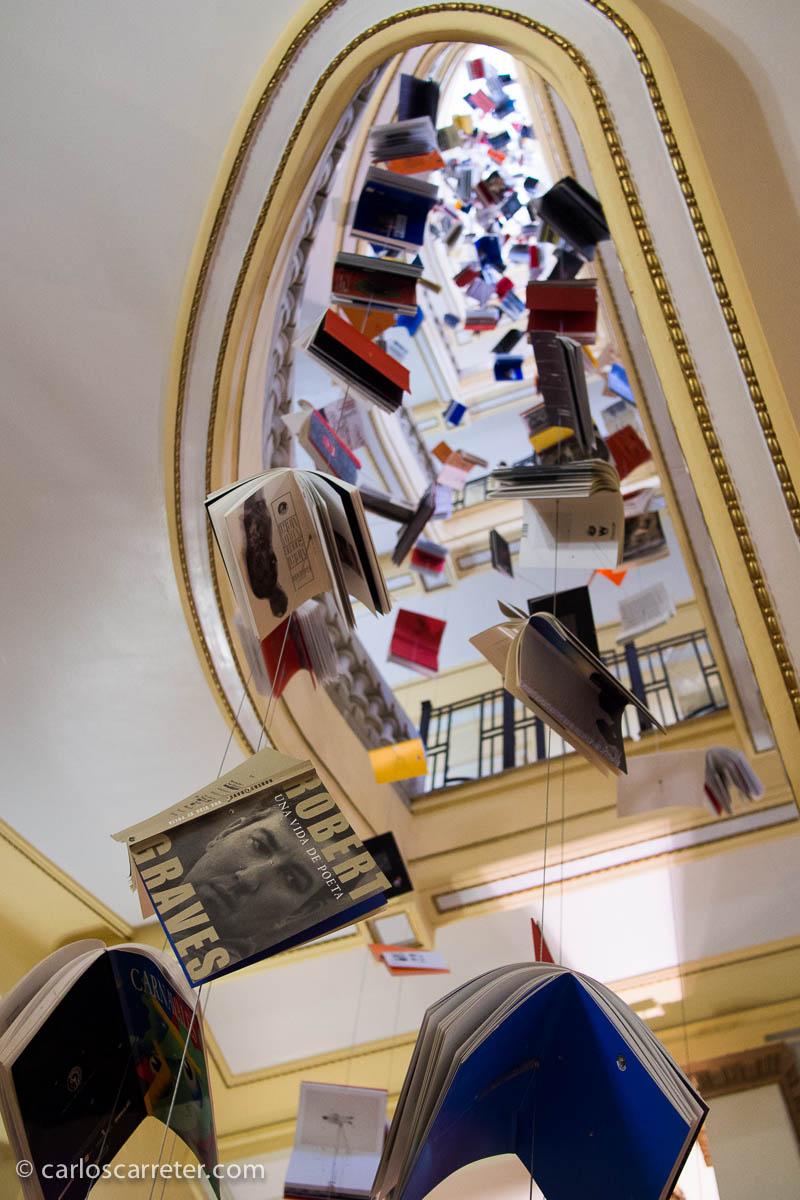 Libros colgantes en el Círculo de Bellas Artes