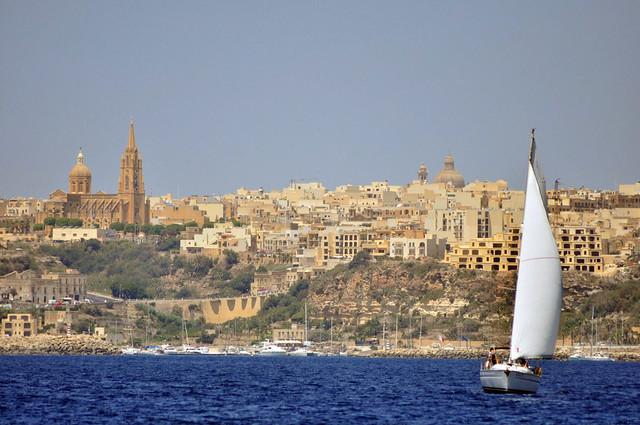 Isla de Gozo, justo en frente de Cominos, histórica isla a la que también se acercan la mayoría de las excursiones que van a la Blue Lagoon