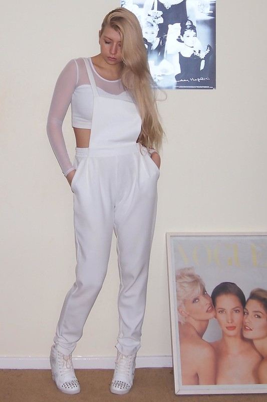 Sam Muses, How to Wear, Dungarees, Overalls, Boohoo, White, Crop Top, Sports Luxe, Mesh, Long Sleeved, Peg Leg, Wedge High Tops, Primark, New Look, UK Fashion Blog, London Style Blogger