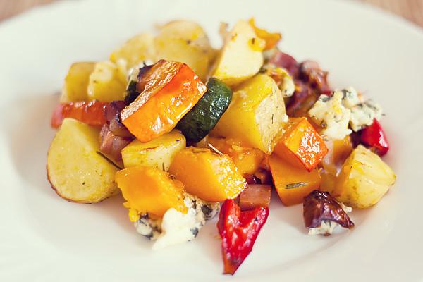 Dýně, cuketa, brambory, kapie, cibule a niva