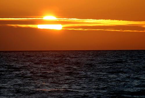 太平洋上的落日。(攝影:arbyreed。)
