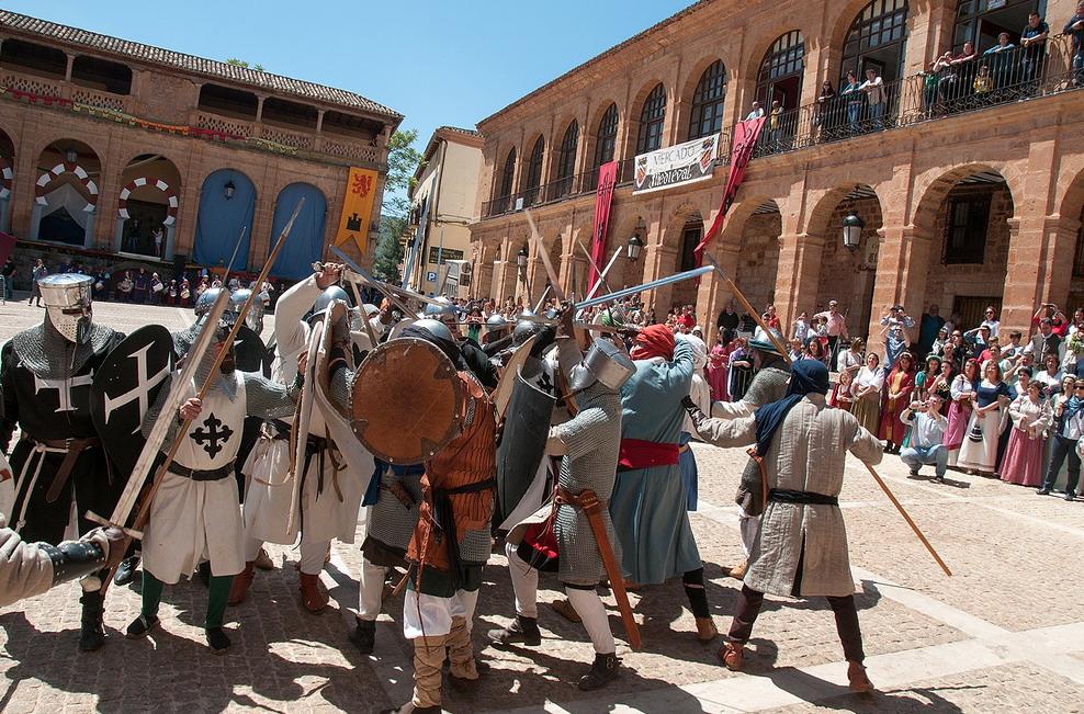 13. Caballeros calatravos en una recreación histórica. Autor, Jose María Moreno García