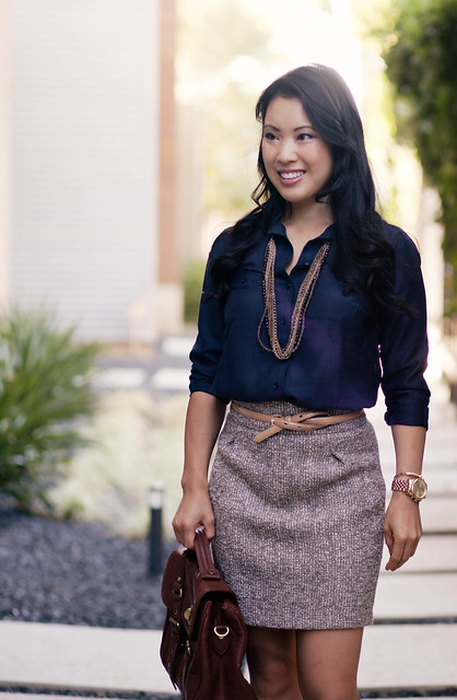 plain navy mini skirt outfit