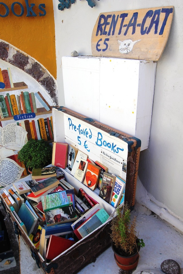 Atlantis Books Oia rent-a-cat