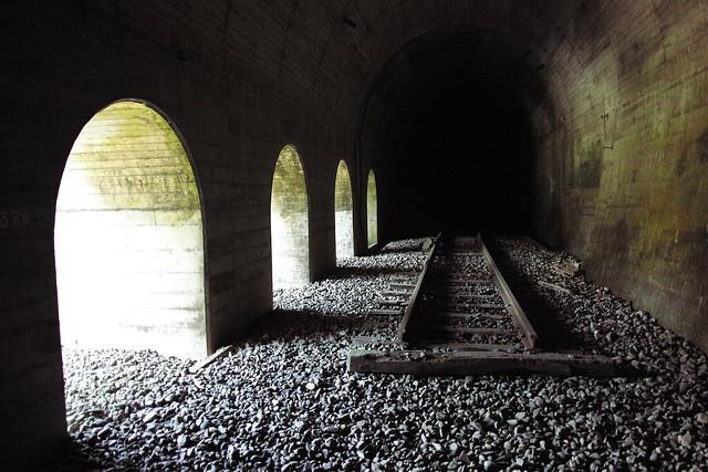 廃トンネル入り口