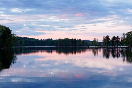 sunset cloud lake reflection tree nature water silhouette horizontal clouds forest finland landscape outdoors evening dusk horizon tranquility nopeople shore bluehour tuomiojärvi jyväskylä tranquilscene beautyinnature canon40d centralfinland jyväskyläsubregion