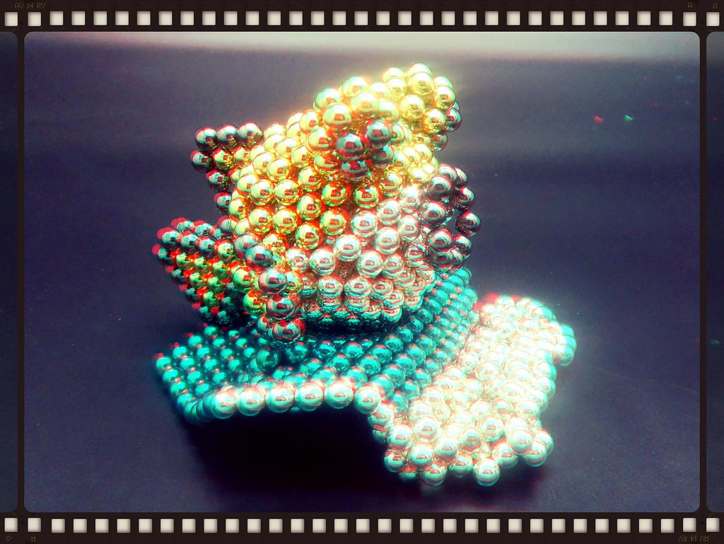 Colorful-Puffer-Fish-Rides-the-Wave 2-in-3D