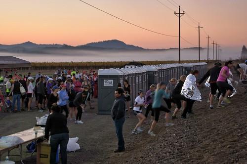 mist sunrise sonoma runners poles halfmarathon healdsburg tamron28300xrdiif