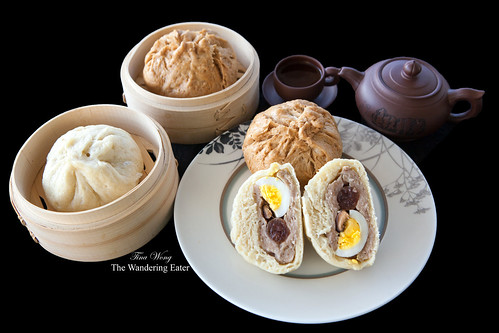 "Homemade Dai Bao (literally translated as ""Big Bun"" 大包) - Whole Wheat and Regular"