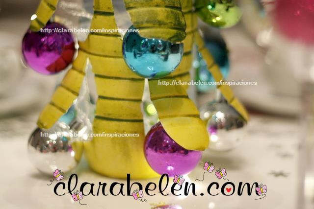 árbol de Navidad y farol con botella de plástico