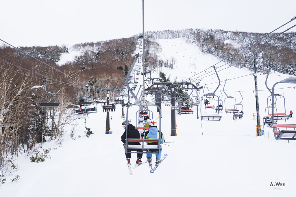 Taking the chairlift at Ichinose 一の瀬