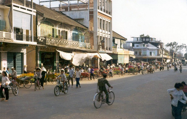 Tra Vinh 1971 - Street market near main market - Vinh Binh Province, Feb. 1971