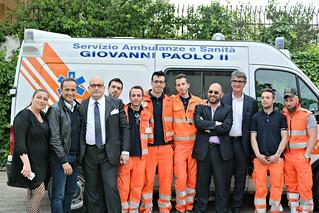 Noicattaro. Uccio De Santis inaugura l'ambulanza front