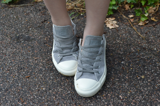 Daisybutter - UK Style and Fashion Blog: what i wore, ootd, casual outfits, cropped top, grey suede converse