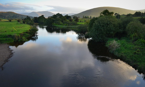 ireland reflection clouds greenery donegal bluestackmountains reelanbridge riverreelan