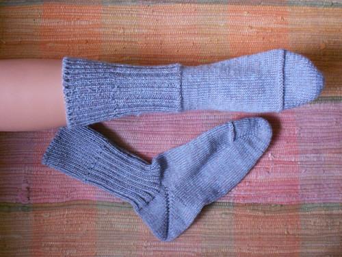 носки рядом в голубом