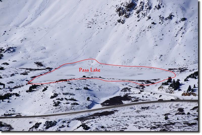 Loveland Pass Point 12,915' 俯瞰冰凍中的Pass Lake