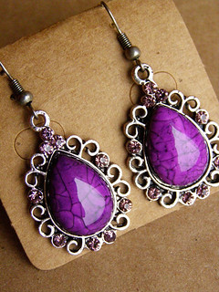 A gift for me ^ ^ Earrings with the author's glass and crystals.