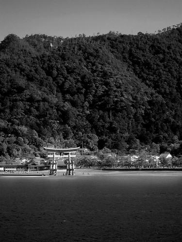 el sol sobre Miyajima by Ramon San Juan