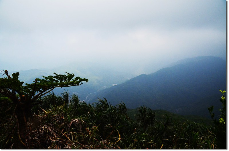 帽子山山頂俯瞰下草埔、南迴公路