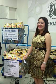Kris donates to Yolanda Survivors