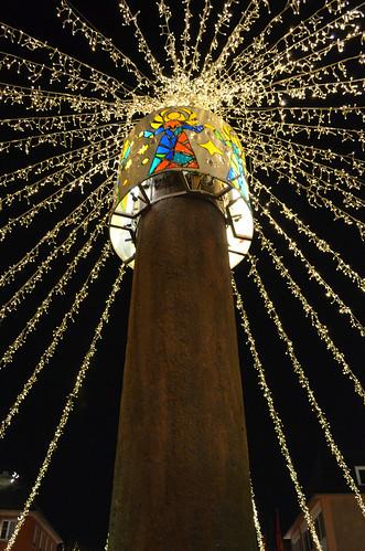 Mainz Weihnachtsmarkt pole with lights