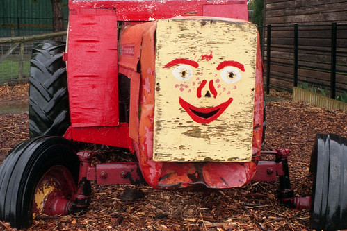 smiling tractor by pho-Tony