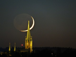 Linköping Cathedral Sweden and the Crescent moon 4 Dec 2013 (DSC00734BR)