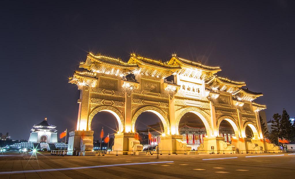 自由廣場-中正廟開燈