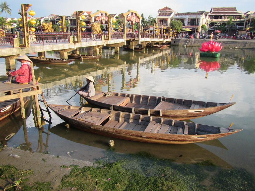 boat ladies Hoi An