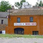 Extraño Wiki