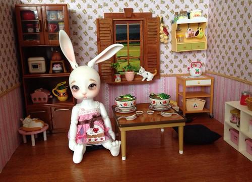 Thỏ con ăn sáng