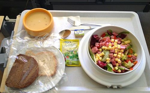 Bunter Salatteller mit Schinken und Käse & Kartoffelsuppe / Salad dish with ham and cheese & potato soup