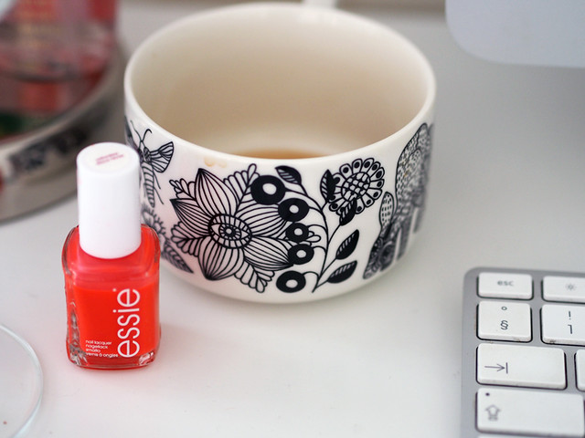 essie nailpolish saturday disco fever