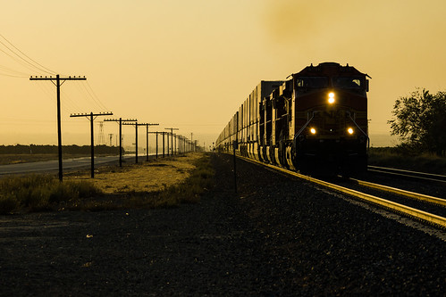 california santa railroad sunset up yellow burlington train unitedstates pacific union pass railway mojave fe northern tehachapi bnsf chemin glint fer subdivision arvin intermodal