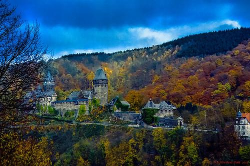 Farben des Sauerlandes, Burg Altena im Herbst 2005 (Analogaufnahme Nikon F5)