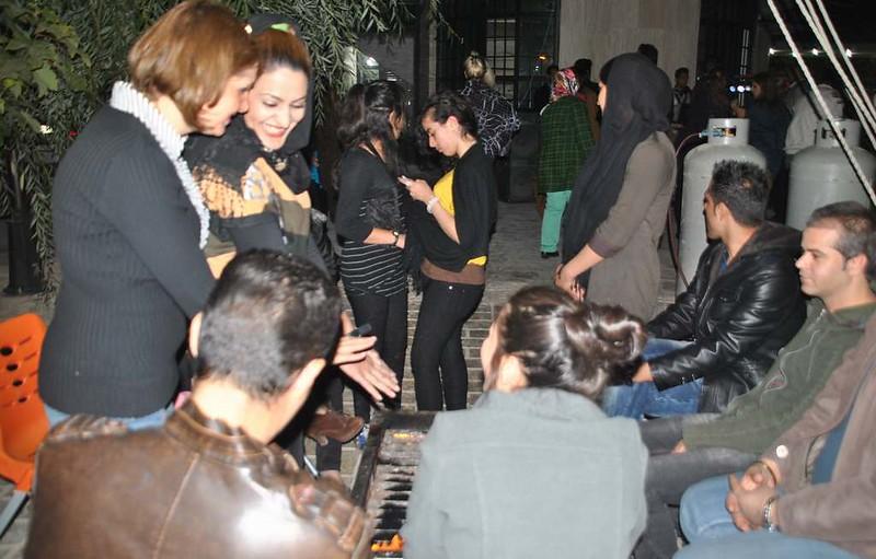 17 Fiesta y bailoteo en casa de Parisa en Shiraz (23)