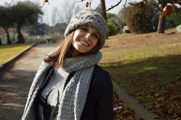 lara-vazquez-madlula-streetstyle-fashion-blog-grey-beanie-grey-scarf