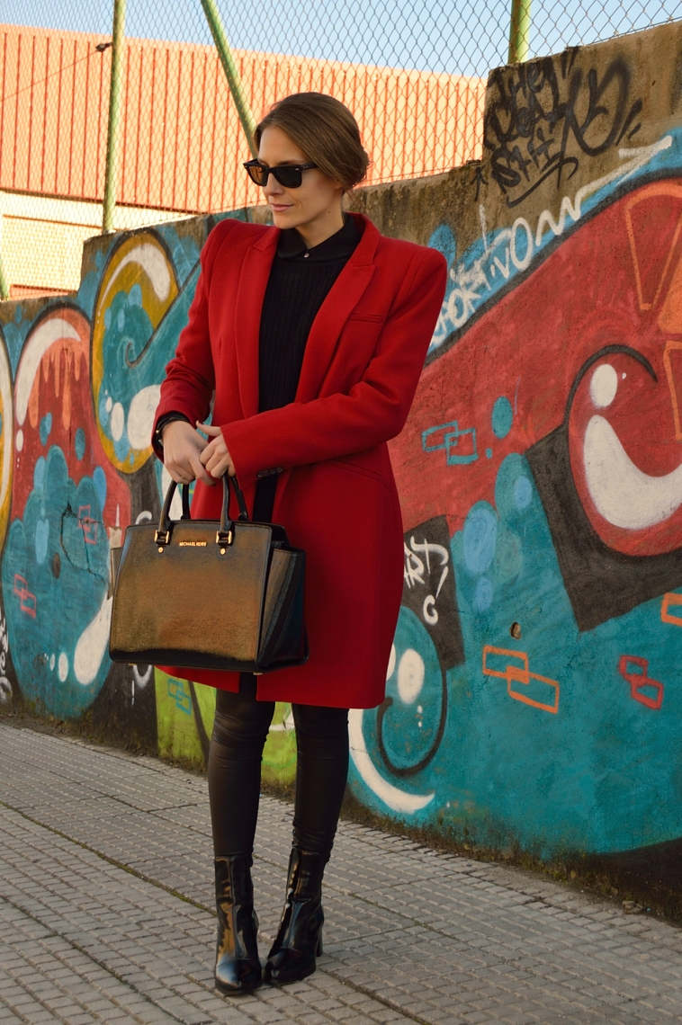 lara-vazquez-madlula-style-red-coat-winter-black-outfit