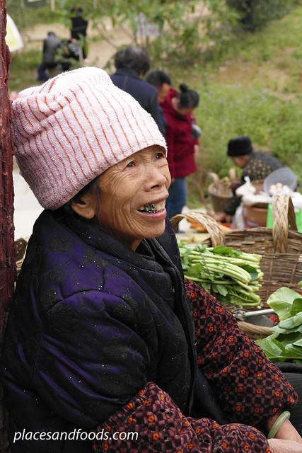bama old people selling vegetables
