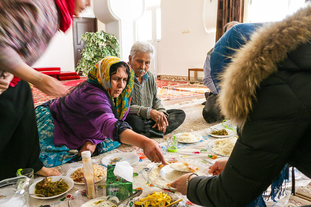 Lunch time in a local house, Firuzabad, Iran フィールーズ・アーバード、カシュガイ族民家での昼食