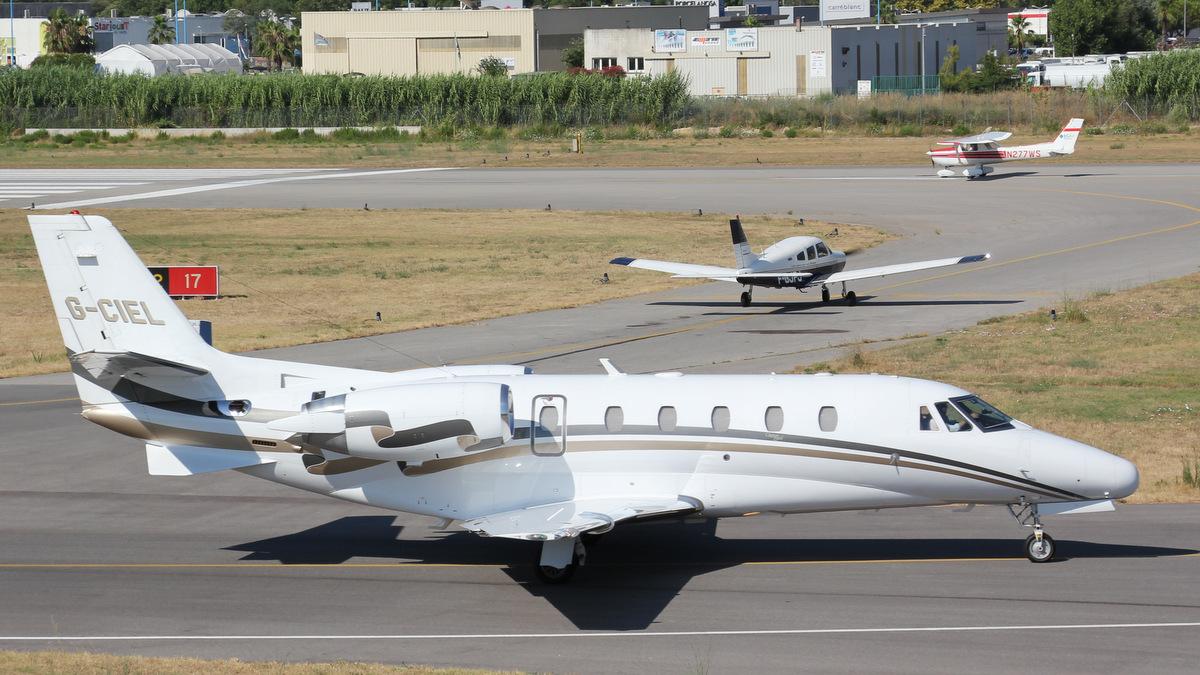Aéroport de Cannes-Mandelieu [LFMD-CEQ] Juillet 2015   19989150606_aefb3460d0_o