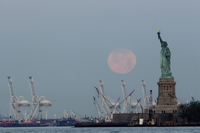 9119630314 52a23aa52c z 20 Awesome Photos Of The Supermoon