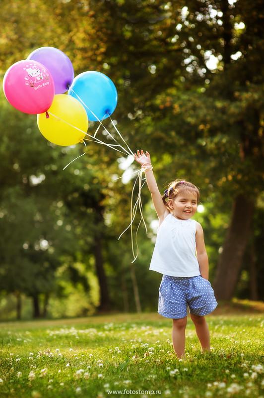 Вика. Детская фотосъемка в парке. Фотограф Ирина Марьенко.