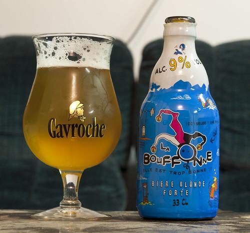 Review: La Bouffonne bière blonde (France) by Cody La Bière