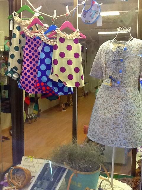 vestidos pipocass en el escaparate