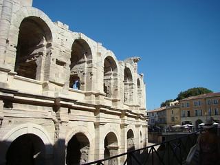 106 bij de arena van Arles