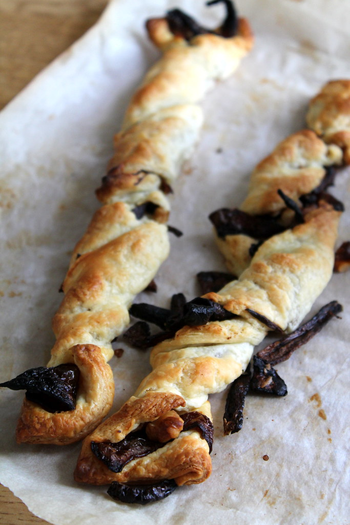 Caramelised onion twists (8)