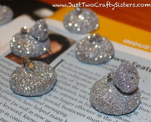 How to make glitter acorns
